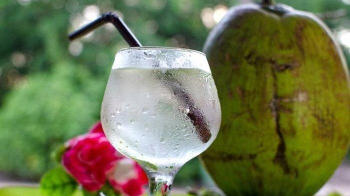 Belum Banyak Yang Tahu Ini Manfaat Minum Air Kelapa
