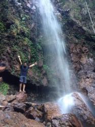 Masuk ke Air Terjun Maras Idealnya Pakai Jasa Pemandu