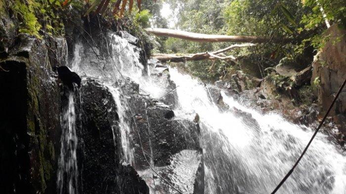 Nikmatnya Sensasi Berendam di Air Terjun Bukit Pading