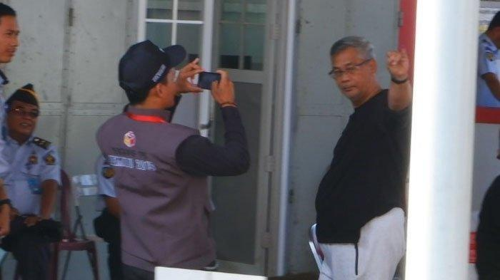 Begini Gaya Para Tahanan Koruptor saat memberikan Hak Suaranya di Lapas Intip Foto-fotonya