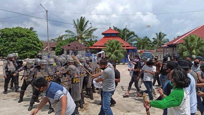 Simulasi Sispamkota di Pelabuhan Sadai, Massa Bakar Fasum Hingga Pencurian Logistik Pilkada