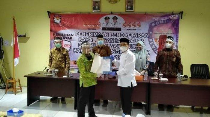 Gantikan Ibnu Saleh, Algafry Rahman Resmi Antarkan Berkas Pencalonan Bupati ke KPU Bangka Tengah
