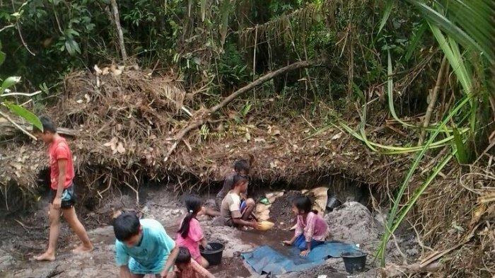 Penambang Rambah Kawasan Situs Kota Kapur, Anak-Anak Ikut Melimbang dan Ditemukan Gerabah Kuno