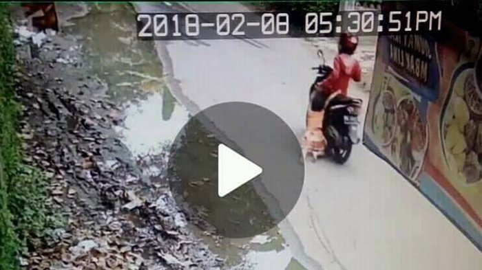 Ibu Seret Anak Gadis Ciliknya Pakai Motor, Kejadian Setelah Itu Lebih Parah