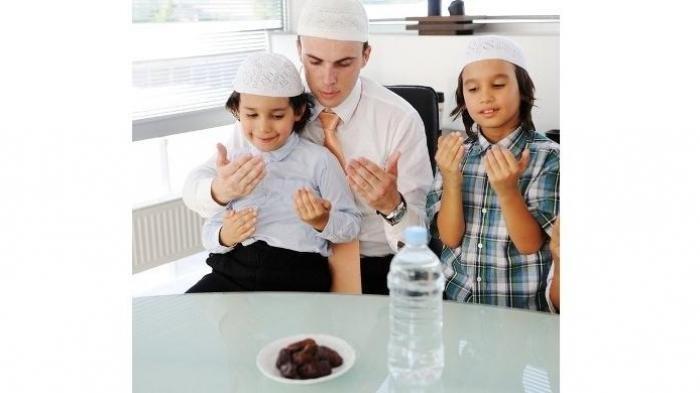 Boleh Dicoba yah Mom, 7 Cara Efektif Melatih Anak Puasa di Bulan Ramadhan