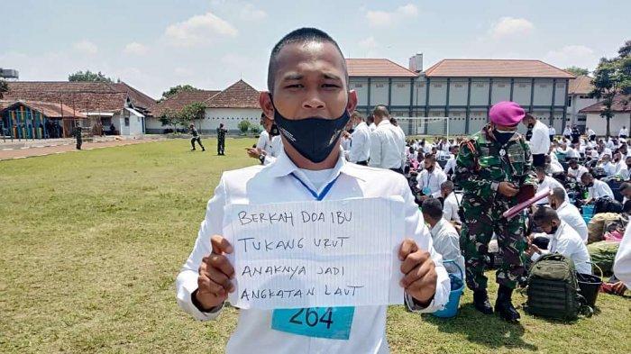 Berkah Doa Ibu Tukang Urut Anaknya Jadi TNI AL