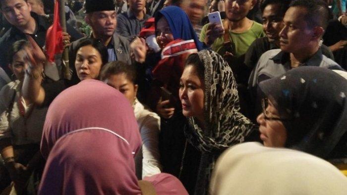 Titiek Soeharto Mengaku Harus Meloncat Pagar untuk Sampai ke Kerumunan Massa