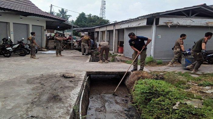 Pedagang Keluhkan Bau Tak Sedap di Pasar Kite Sungailiat, Pemkab Bangka Gotong Royong Membersihkan