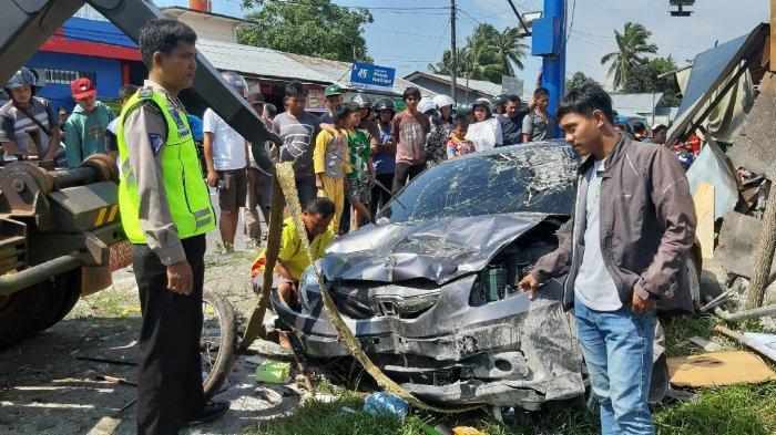 Bambang Mengaku Ngantuk saat Menyetir, Honda Brio yang Dikendarainya Hantam Warung Nasi Goreng