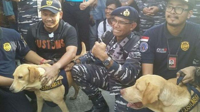 Anjing Pelacak Sempat Teler Sebelum Temukan 1 Ton Sabu di Kapal Berbendera Singapura