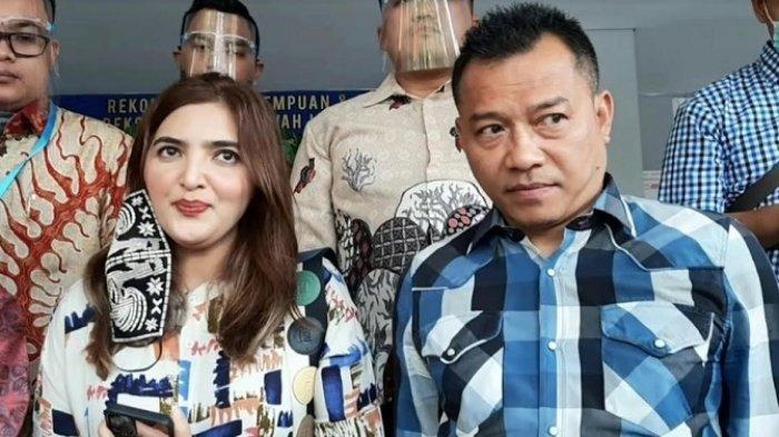 Ashanty bersama Anang Hermansyah, sang suami, mendatangi gedung Direktorat Reserse Kriminal Umum (Ditreskrimum) Polda Metro Jaya, Semanggi, Jakarta Selatan, Jumat (7/8/2020).
