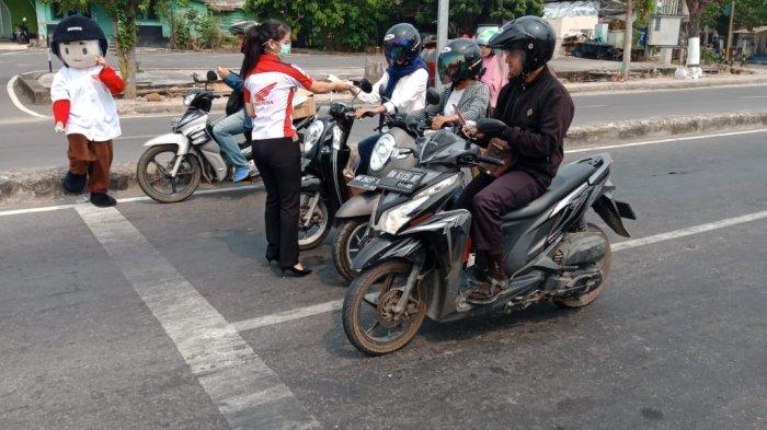 Peduli Kabut Asap, Honda Bagi Ribuan Masker ke Masyarakat Bangka Belitung