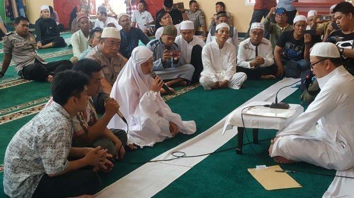 Satu Keluarga Ini Jadi Mualaf Masuk Islam, Ucap Syahadat di Masjid Cheng Ho Jakabaring