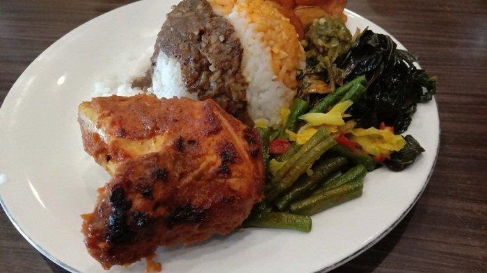 Sensasi Menikmati Menu Ayam Bakar di Rumah Makan Pagi Sore, Daging Empuk Bumbunya Meresap