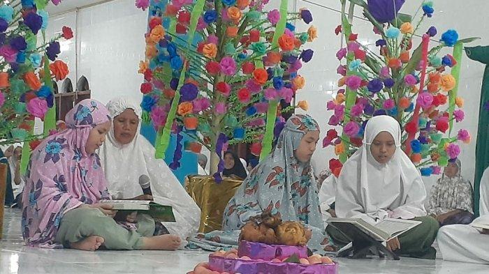 Kegiatan khataman Al-Quran desa Simpang Yul di malam 27 Ramadhan 1442 Hijriyah