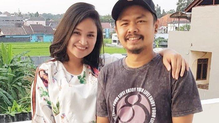 SEPERTI Tuyul Tak Pakai Apa-apa, Wendy Cagur dan Ayu Natasha Beradegan Hot Dalam Mobil