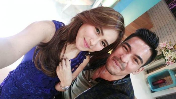 Pose Bareng Cewek Cantik, 'Tangan Nakal' Robby Purba Jadi Sorotan Netizen