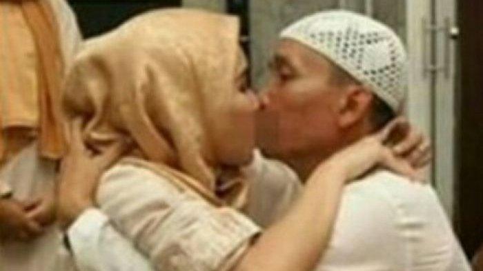 Ayu Ting Ting dan Ayahnya Saling Berangkulan Lalu Berciuman Bibir, Begini Reaksi Netizen