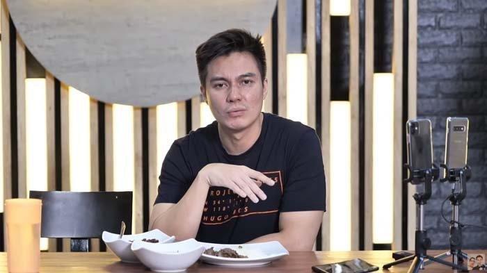 Video Lawas Baim Wong Lupa Sedang Puasa dan Asik Makan Wafer Kembali Viral