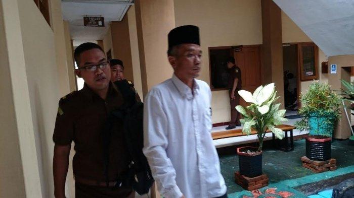 Dinilai Menyerang Kehormatan Presiden, Penulis Buku Jokowi Undercover Divonis 3 Tahun Penjara