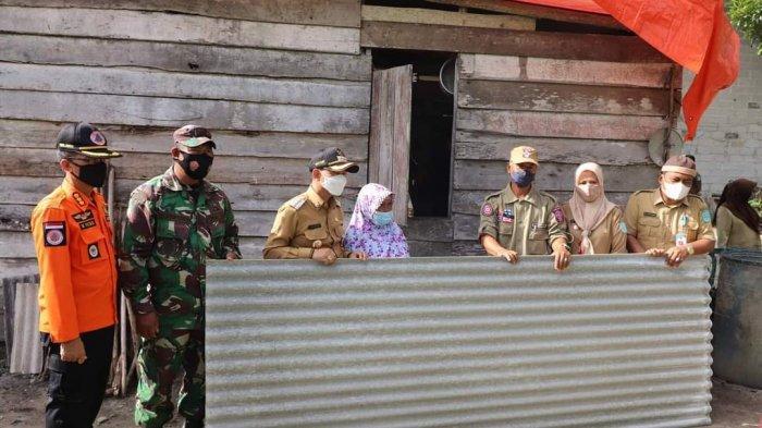 Pemkab Bangka Bantu Korban Puting Beliung Kelurahan Airasam