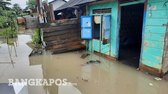 Rumah warga tergenang air, di Kelurahan Opas Indah, Kota Pangkalpinang, Rabu (13/1/2021)