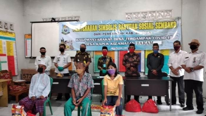 Pemkab Bangka Distribusikan 1.878 Paket Sembako untuk Masyarakat Terdampak Covid-19 di Bakam