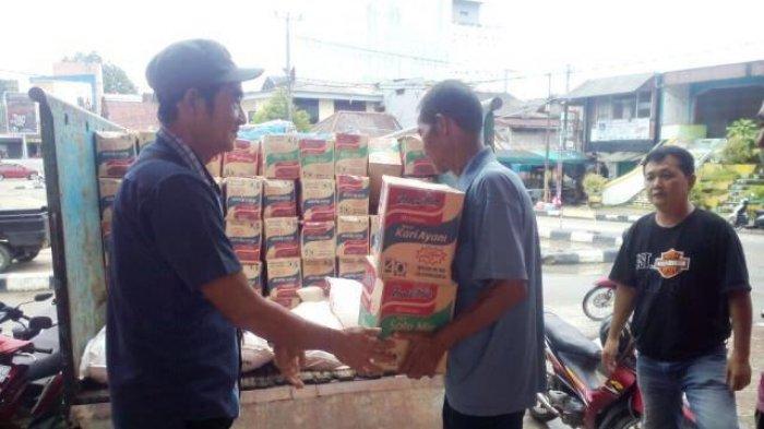 Kelenteng Kong Fuk Miau Bagikan Paket Sembako Untuk Korban Banjir