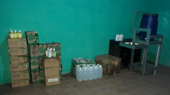 Barang-barang bantuan pencegahan Covid-19 untuk sekolah-sekolah.