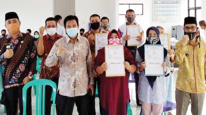 Bupati Ibnu Saleh Serahkan Sertifikat Program PTSL