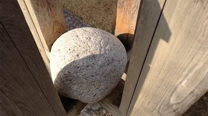NADESEKI Batu Misterius di Jepang, Dipukul Jadi Berat Dielus-elus Jadi Ringan, Berani Coba?