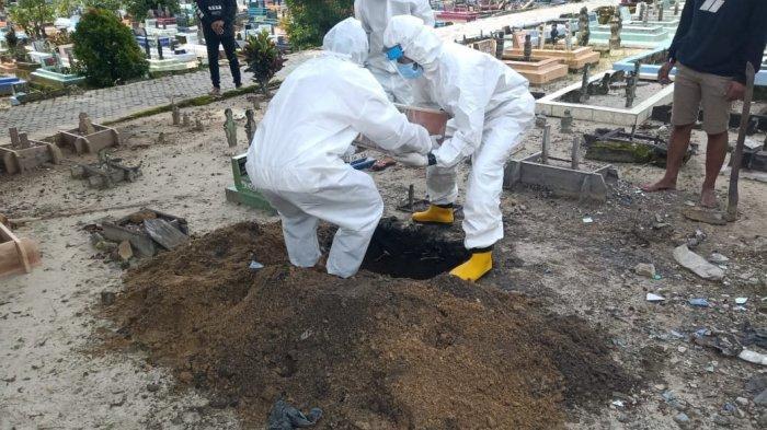 20210715 Bayi ALF ketika dimakamkan oleh petugas di tempat pemakaman umum
