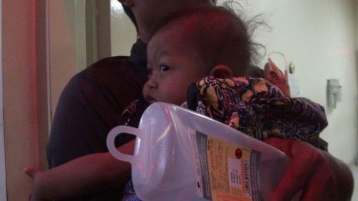 Lagi Tidur Bareng Orangtua, Perut Balita Ini Bocor Terkena Peluru Nyasar