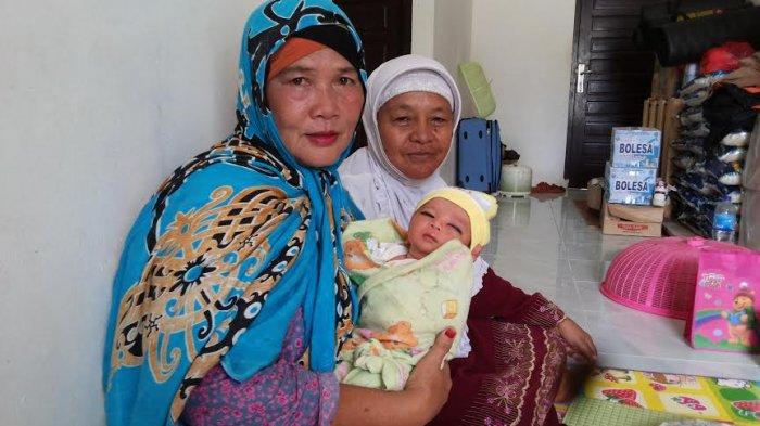Heboh, Bayi Dalam Kardus Dibuang di Depan Teras Rumah Warga Belit Kelapa