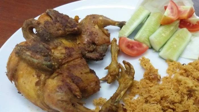 Menu bebek orginal panggang dan goreng yang disajikan di Bebek Alus Restaurant