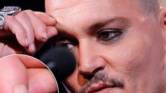 Ujung Jarinya Terpotong, Johnny Depp Selama Ini Sembunyikan Penyebabnya