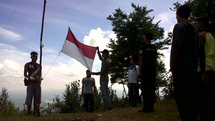 Komunitas Bajang Bakal Kibarkan Merah Putih di Puncak Bukit Maras