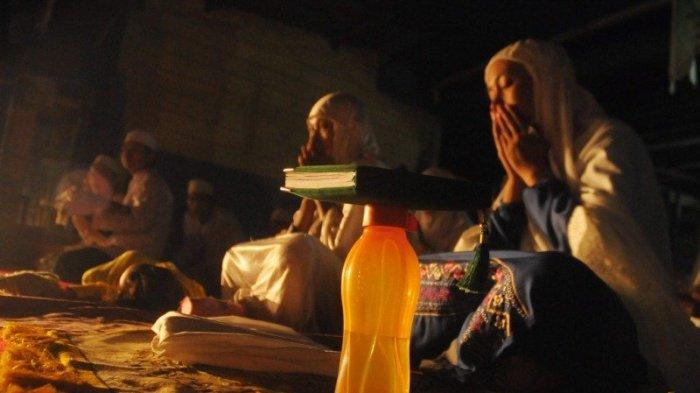 Inilah Amalan, Doa hingga Hukum Merayakan Malam Nisfu Sya'ban