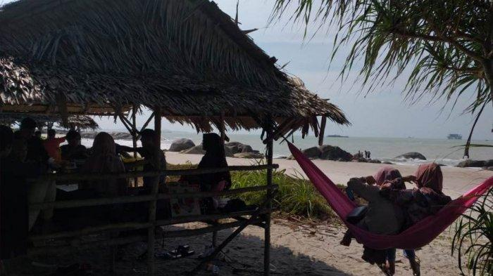 WIKI BANGKA -- Pantai Rambak Sungailiat, Tempat yang Nyaman untuk Menghabiskan Waktu di Akhir Pekan