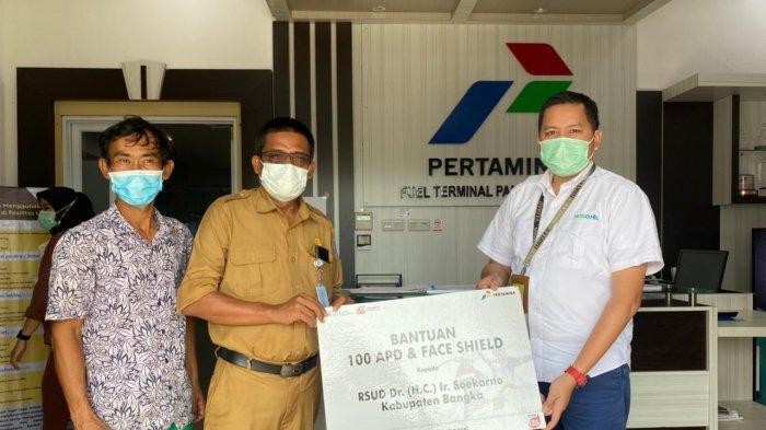 Paramedis RSUD Ir Soekarno Babel Terima Bantuan APD Senilai Rp110 Juta dari Pertamina