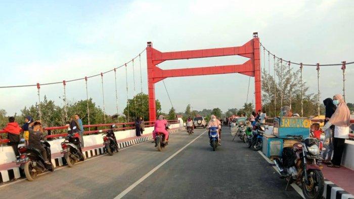 Jembatan Gantung Ramai Dikunjungi Sore Hari, Kadis PU Akui Senang Asal Tak Ganggu Akses Jalan