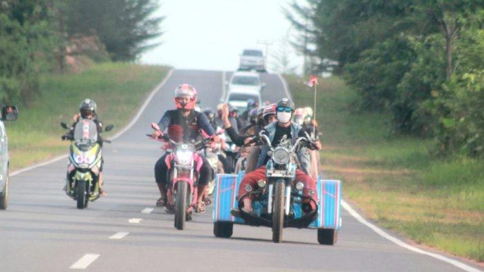 Touring safari dakwah yang dilakukan Komunitas Bikers Subuhan Pangkalpinang naik motor.