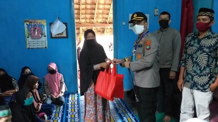 Kapolres Bangka Berikan Sembako untuk Anak Yatim Piatu di Pemali