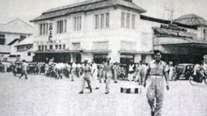 Hebohnya Menonton Film di Bioskop Tempo Doeloe, dari Rebutan Kertas Iklan Hingga Kacang Arab