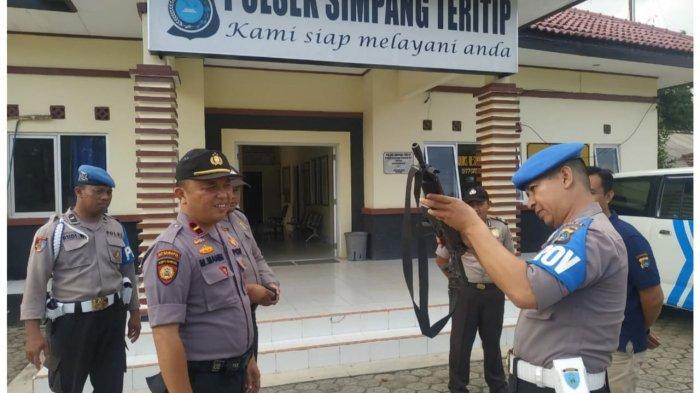 Senpi, KTA, Kelengkapan Gampol dan Kerapian Anggota Polsek Simpang Teritip Diperiksa Provos Polda