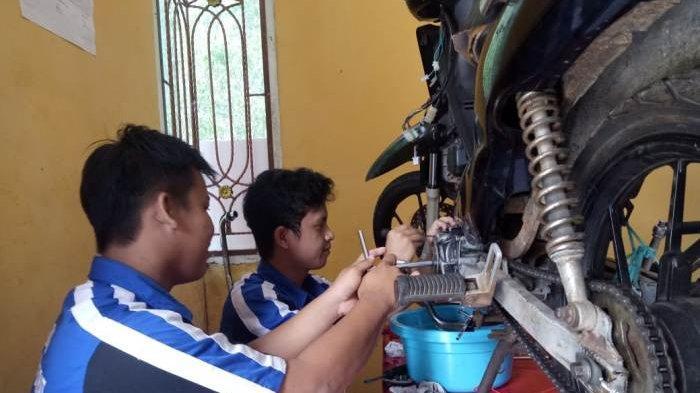 Tingkatkan Kompetensi, B:LK Bangka Barat Berikan Pelatihan Kerja Otomotif Hingga Salon