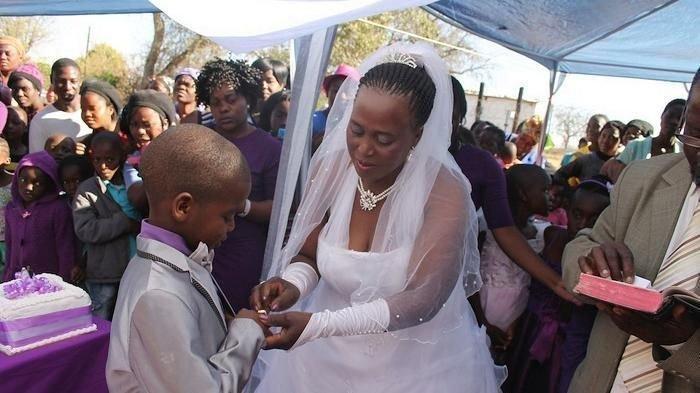 Bocah 9 tahun nikahi wanita usia 62 tahun punya 5 orang anak (source: Wittyfeed via Wiken)