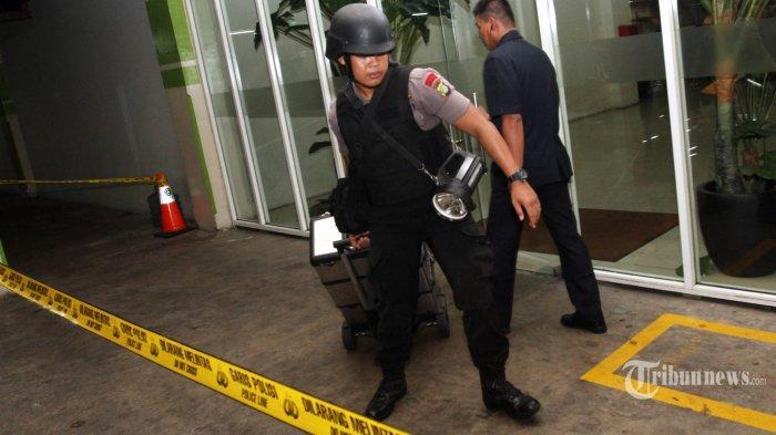 Ledakan Subuh Kejutkan Warga Duren Sawit, Dada Satpam Terluka