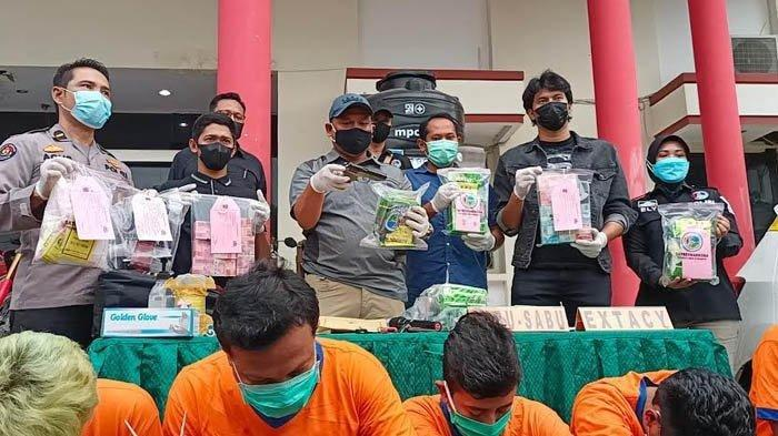 Pengakuan Bandar Narkoba, Tiap Bulan Setor ke Oknum Polisi Kini Meringkuk di Tahanan Polres Surabaya