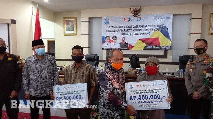 Wali Kota Serahkan BST Masyarakat Miskin Dampak Covid-19 dari APBD Kota Pangkalpinang